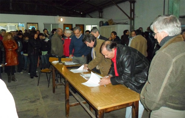 Firma traspaso en Central Viedma