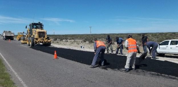 Obras de recomposición de asfalto en la ruta 1
